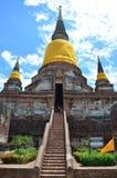Prang και άγαλμα του Βούδα του chai yai Wat mongkhon Στοκ εικόνες με δικαίωμα ελεύθερης χρήσης