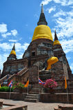 Prang και άγαλμα του Βούδα του chai yai Wat mongkhon Στοκ Εικόνα