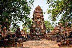 Prang en standbeeld van Boedha, Wat Mahathat-tempel, Ayutthaya, Chao Phraya Basin, Centraal Thailand, Thailand royalty-vrije stock foto's