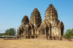 Prang Sam Yot, ursprünglich ein hindischer Schrein, umgewandelt bis ein buddhistisches in Lopburi, Thailand stockfotografie