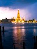 Prang Wat Arun Temple no crepúsculo em Banguecoque Tailândia Imagem de Stock Royalty Free
