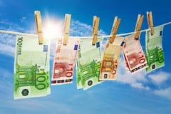 Pranie brudnych pieniędzy na clothesline Obrazy Stock
