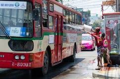 Pranking een bus Royalty-vrije Stock Afbeeldingen