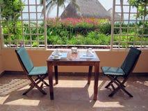 pranzare la tabella del ristorante del patio Fotografia Stock Libera da Diritti