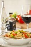 Pranzo della pasta del basilico e del pomodoro Immagine Stock