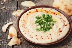 Pranzo ebraico di hummus tradizionale fresco con fotografia stock