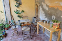 Pranzo nel giardino toscano Italia Fotografia Stock