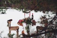Pranzo romantico di inverno fuori immagine stock