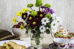 Pranzo su una tavola di legno Fotografia Stock Libera da Diritti