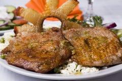 Pranzo ungherese con carne e pancetta affumicata porcine con la r Immagini Stock Libere da Diritti
