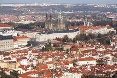 Praque-Schloss und alte Stadt Stockfotos