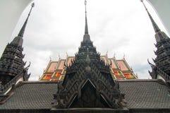 Prasart de Loha en Wat Rachanutda Temple en Bangkok, Tailandia Imágenes de archivo libres de regalías