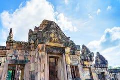 Prasat Hin Muang Tam con el cielo azul Fotos de archivo libres de regalías