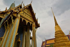 Prasat Phra Thep Bidon Wat Phra Kaew (tempiale del Buddha verde smeraldo) bangkok thailand Immagini Stock