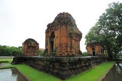 Prasat Sikhoraphum of de tempel van Castle Rock in Surin van Thailand Stock Foto's