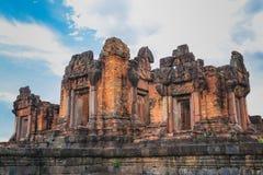 Prasat vaggar den puay noi slotten gammal arkitektur omkring tusen år sedan arkivbild