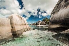 Praslin strand Seychellerna fotografering för bildbyråer