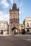 Prasna branatorn i Prague under trevlig sommarmorgon Arkivfoton