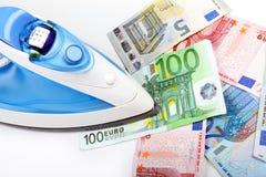 Prasowanie euro pieniądze fotografia stock