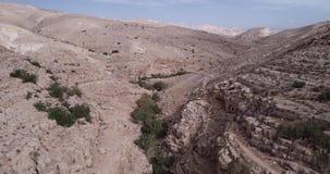 Prat-Fluss in Israel Wadi Qelt-Tal im Westjordanland, entstehend nahe Jerusalem und Betrieb in Jordan River stock video footage