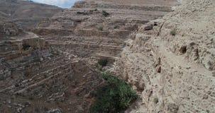 Prat-Fluss in Israel Wadi Qelt-Tal im Westjordanland, entstehend nahe Jerusalem und Betrieb in Jordan River stock video