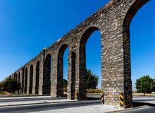 Prata akvedukt i Evora, Portugal Royaltyfria Bilder