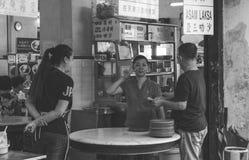 Prata för restauranguppassare arkivbilder