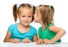 prata flickor little två Arkivbilder