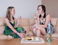 prata ost över winekvinnor Royaltyfria Bilder