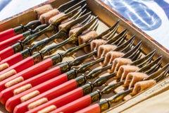 Pratas oxidada velha com as forquilhas de prata bonitas na caixa antiga Imagem de Stock Royalty Free