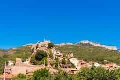 Pratdip山镇在西班牙 复制文本的空间 查出在蓝色背景 库存照片