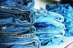 Prateleira das calças de brim Fotos de Stock