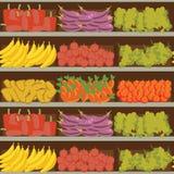 Prateleira das frutas e legumes com alimento saudável fresco no supermercado, escolha grande da venda orgânica dos produtos na lo ilustração royalty free