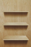 Prateleira de madeira vazia imagens de stock royalty free