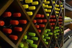 Prateleira do vinho imagens de stock royalty free
