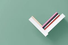 Prateleira dos livros na parede Foto de Stock Royalty Free