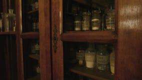 Prateleiras da drograria do vintage video estoque