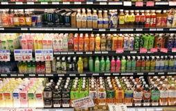 Prateleiras das bebidas Fotografia de Stock