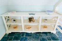 Prateleiras de madeira bonitas Imagem de Stock Royalty Free