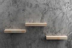 Prateleiras de madeira na parede crua do cimento fotografia de stock royalty free