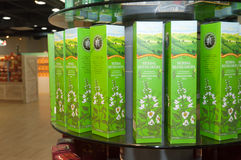 Prateleiras do chá na loja Foto de Stock
