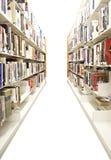 Prateleiras isoladas da biblioteca Foto de Stock
