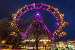 Prater Ferris Wheel Illuminated på natten royaltyfri foto