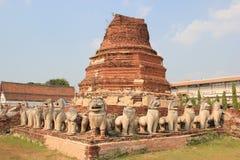 Prathammamikkarat寺庙的古老塔在Ayudhaya, Thailan 图库摄影