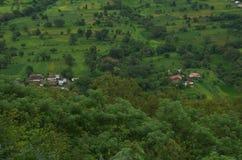 Prati del villaggio di Satara nel monsone-Ii Fotografie Stock