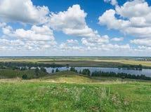 Prati lungo il fiume di Oka La Russia centrale Immagini Stock Libere da Diritti