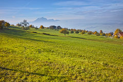 Prati verdi sopra il lago Lucerna, vicino al supporto Rigi, alpi Fotografia Stock Libera da Diritti