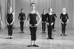 Pratica dei ballerini prima della prestazione Immagini Stock