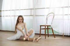 Pratica graziosa del ballerino di balletto della ragazza Fotografie Stock Libere da Diritti