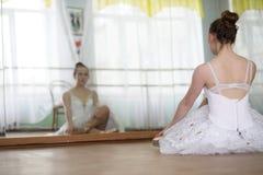 Pratica graziosa del ballerino di balletto della ragazza Immagine Stock Libera da Diritti